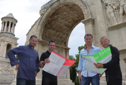 De droite à gauche : Nabil (responsable en salle), Laurent (dirigeant), Franck (responsable en salle), David (chef cuisinier)